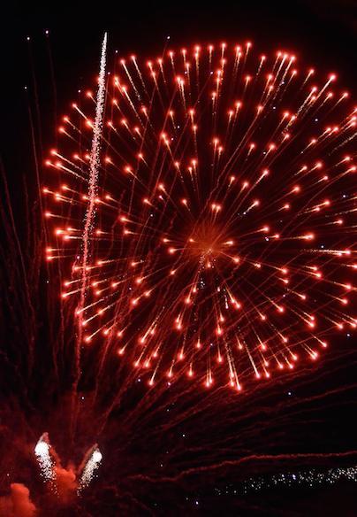 news_07-04-14_rockets-red-glare-fireworks_jeff-lange_2014ptc7