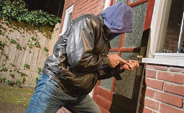Burglars ransack 2 Fayette homes