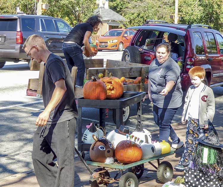 news_110117_fville-pumpkin-delivery_color