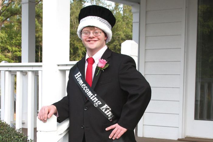 Whitewater students choose royal homecoming king