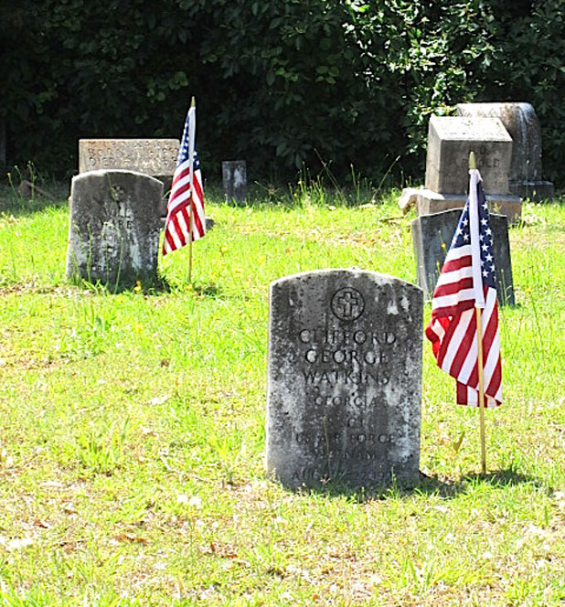 news_05-19-15_headstone-at-Fville-Cemetery-Memorial-Day