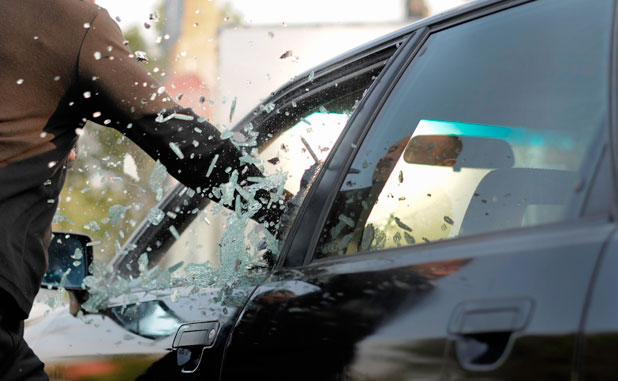Holiday thieves smash vehicle windows in Fayetteville, Peachtree City