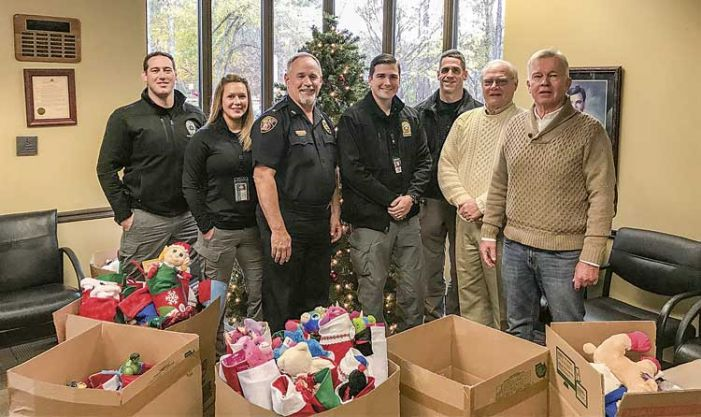 Peachtree City police team up with residents to help needy kids
