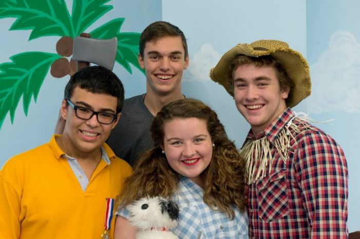 Show cast gives preview at library